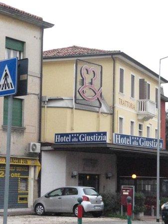 Hotel Alla Giustizia: alla giustizia hotel vista hotel