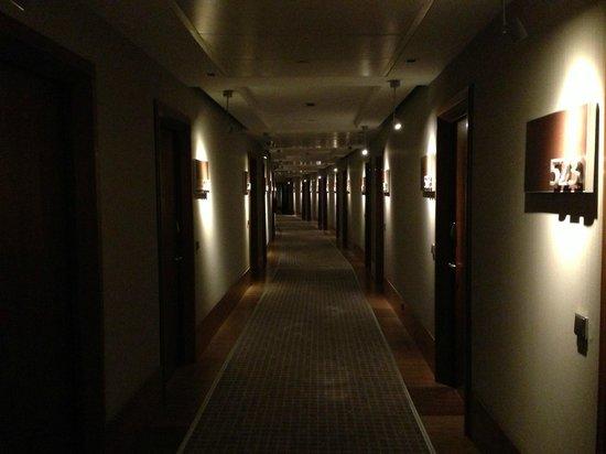 Le Meridien Barcelona: Hallway