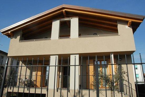 B&B Alla Melagrana: La casa accogliente, comodamente collegata a tutte le reti di trasporto e vicina ai servizi, off