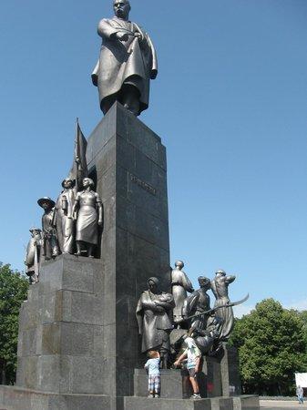 Shevchenko Park: Памятник Шевченко и его творчеству
