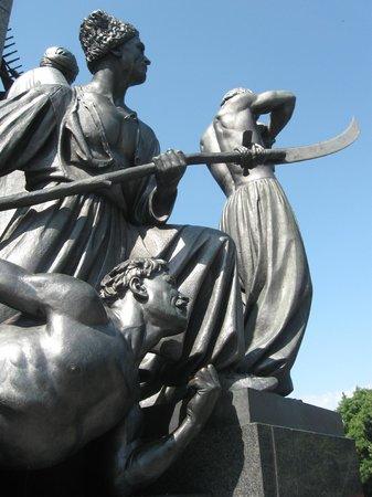Shevchenko Park: Скульптурная композиция возле парка Шевченко
