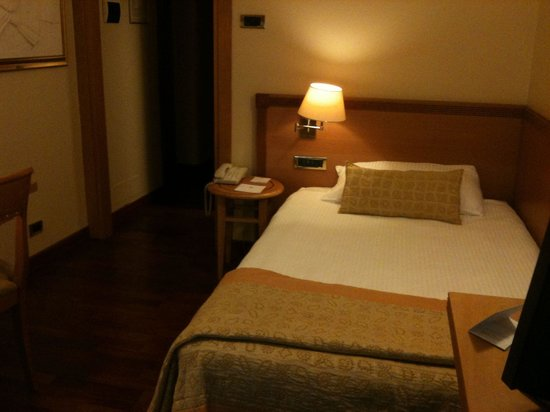 Hotel Dei Cavalieri: Double room but not a double bed
