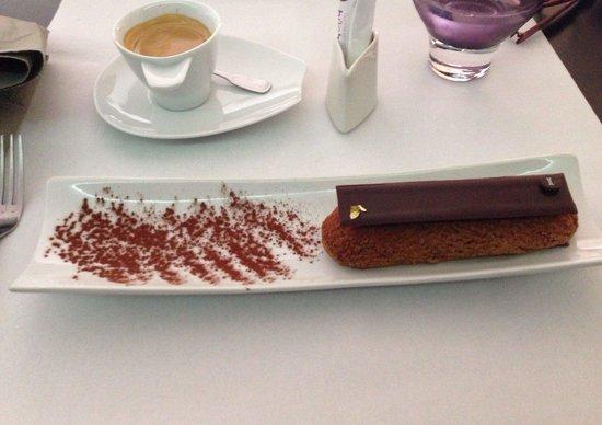 Isabella: Éclair chocolat