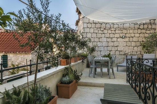Divota Apartment Hotel: Balcony Deluxe studio 302