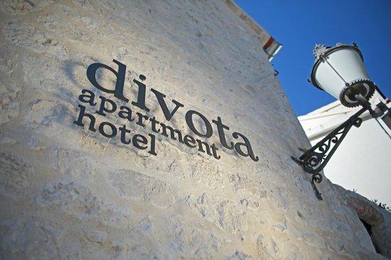 Entrance Divota apartment hotel