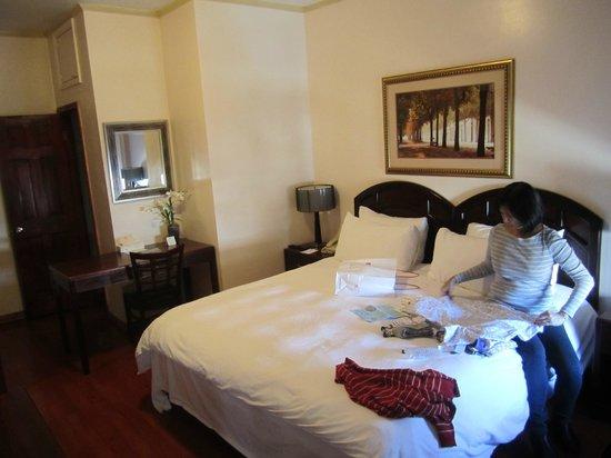 Park 79 Hotel: Quarto LUXO King (diminuto closet e banheiro idem)
