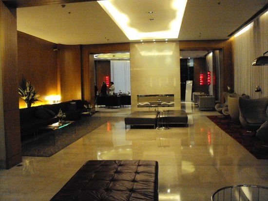 725 Continental Hotel: hall