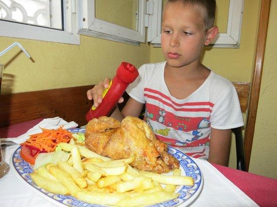 Егор обедает в La Barca