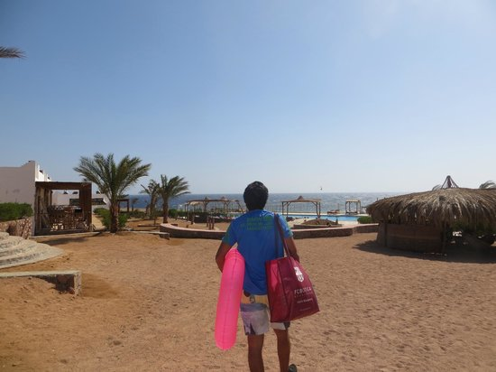 Canyon Estate Dahab Beach Hotel Residence : Heading to the beach