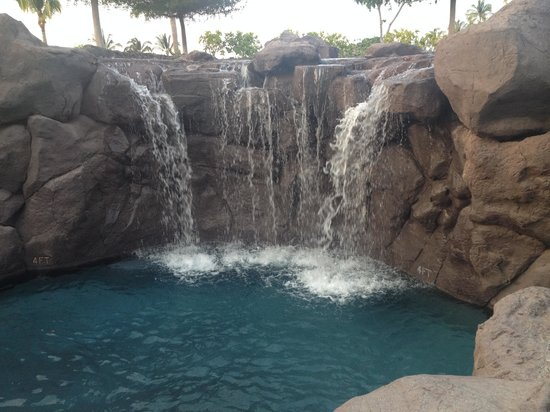 Kings' Land by Hilton Grand Vacations: Waterfalls in the pool