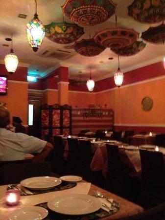 Delhi Restaurant: зал