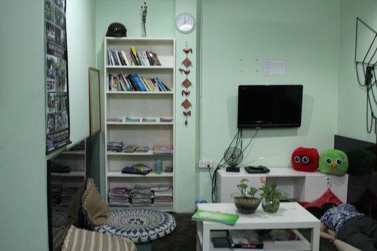 Agosto Inn: Living area - TV, DVD's, books and games