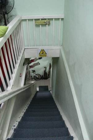 Agosto Inn: Stairs leading to the bedrooms