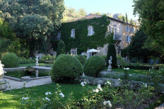 Baumanière les Baux de Provence : Hotel's second building near spa
