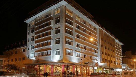 Hotel Sol Bariloche: Frente Nocturno