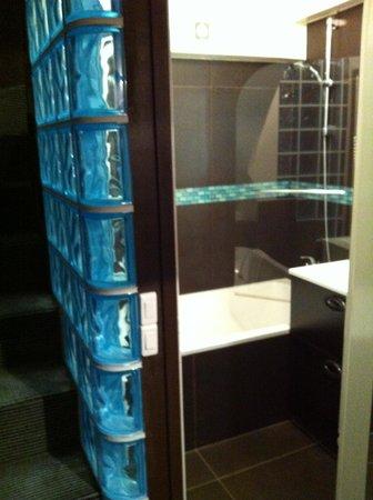 Hotel Etoile Pereire : bagno con vasca
