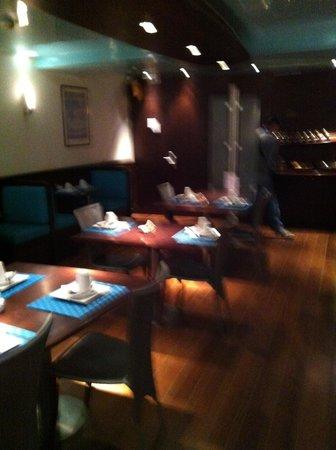 Hotel Etoile Pereire : sala colazione