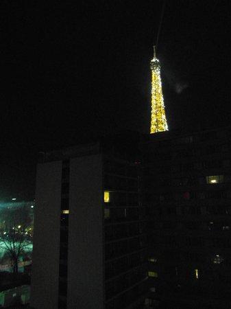 Mercure Paris Centre Tour Eiffel: Eiffel Tower at night