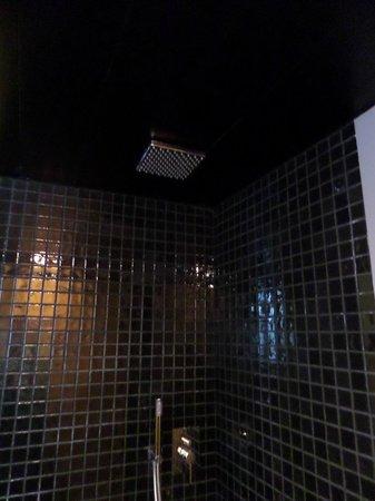 Cosy Rooms Tapineria: Doccia a pioggia
