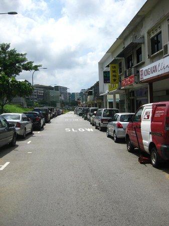 Grace Lodge : Street right outside the hostel