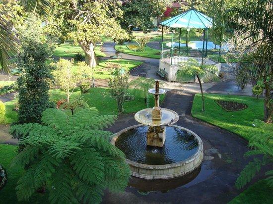 Azoris Angra Garden Plaza Hotel: Angra Garden Hotel - Vista do jardim