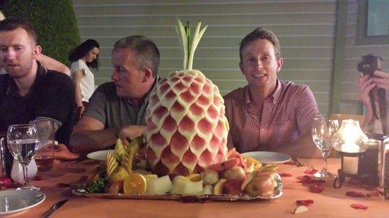 Belcehan Beach Deluxe Cafe Bistro: Beautiful fruit display