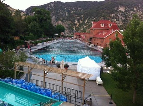 Glenwood Hot Springs Pool: View over the pool (end of water slide visible at the bottom of the photo)