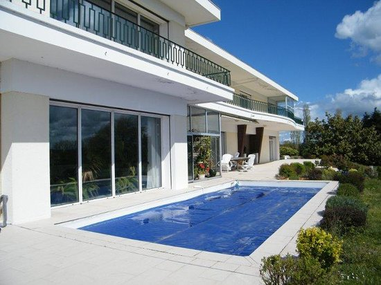 Villa ayrault b b ch tillon sur thouet france voir for Prix piscine chatillon