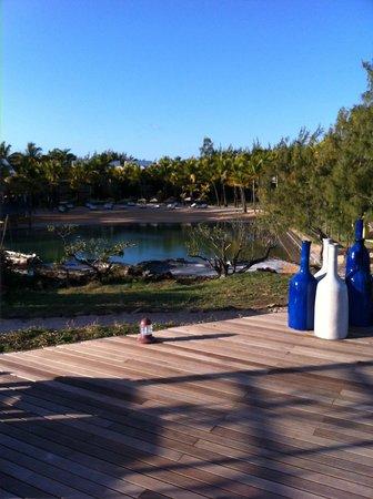 Anse La Raie: Vue de la péninsule sur la crique de l'hotel
