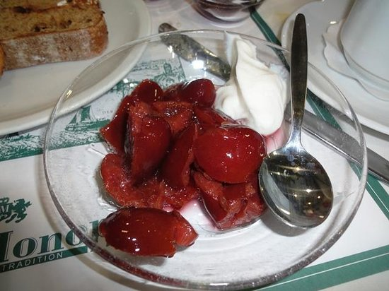 Hotel Excelsior: Plum compote with yogurt
