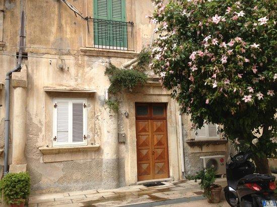 Casesicilia : entrance to Apt. Duomo