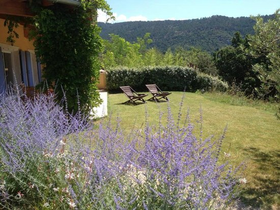 Le Bois du Grand Chene: Jardin Gîte Chevreuil