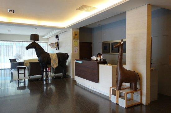 CJ Hotel: lobby