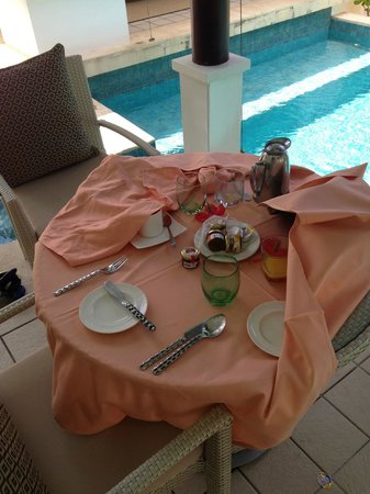 Banyan Tree Seychelles: when we came back at noon! Breakfast still there
