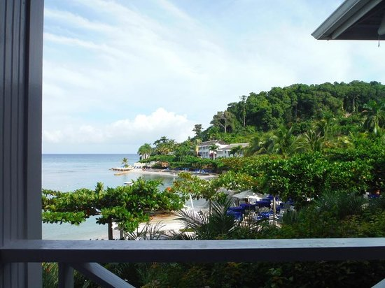 Round Hill Dining: breakfast, lunch and dinner with a view