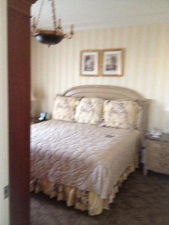 Hotel Monteleone: 1480 corner suite