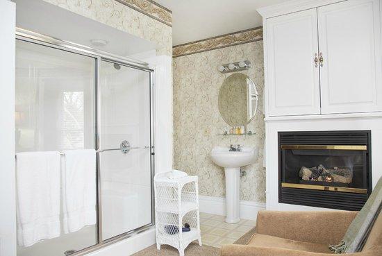 Glynn House Inn: Harrison Deluxe Bedroom