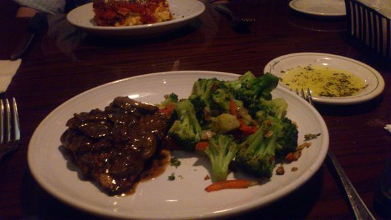 Carrabba's Italian Grill: delicious chicken marsala and perfectly cooked brocolli