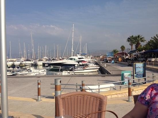 Faros Bar And Restaurant: The view at lunch