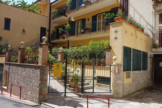 Residence degli Agrumi: Apartment Building