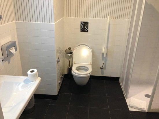BEST WESTERN PREMIER CHC Airport : огромная ванная комната
