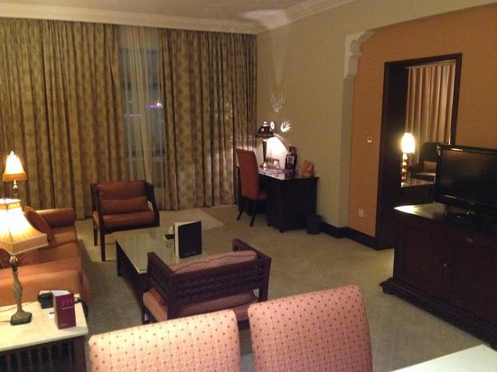 Mercure Grand Hotel Seef: Living room
