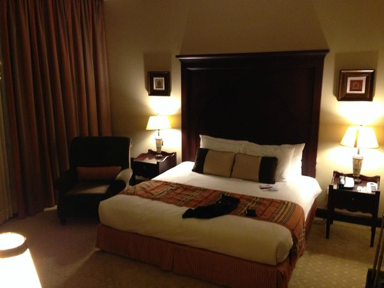 Mercure Grand Hotel Seef: Bed room