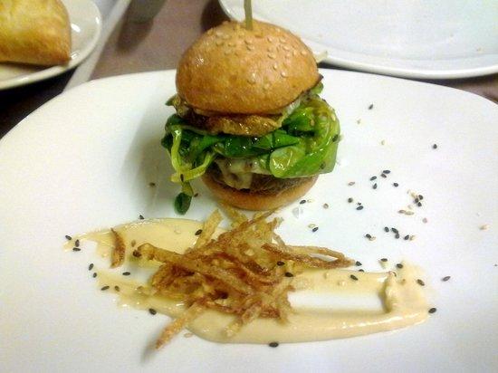 l'àlzumar restaurant: mini-hamburguesa