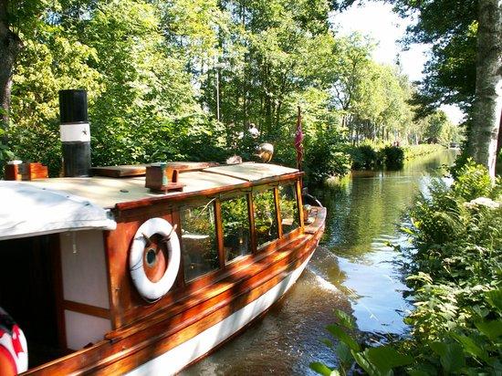 Hallstahammar, Swedia: Ångbåt i Strömsholms kanal