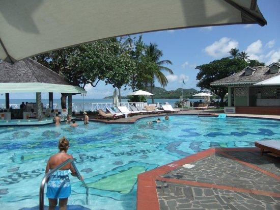 Sandals Halcyon Beach Resort : Main Pool