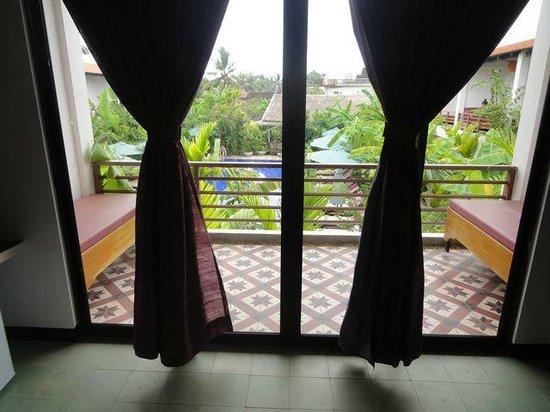 La Niche d'Angkor Boutique Hotel: Balcony overloking pool
