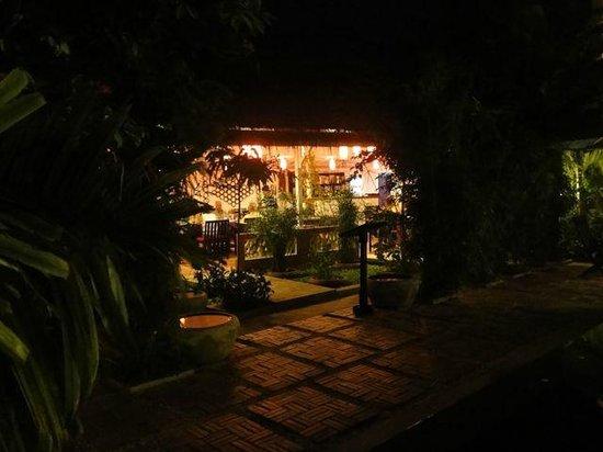 La Niche d'Angkor Boutique Hotel : Dining/cafe/restaurant area adjacent the pool