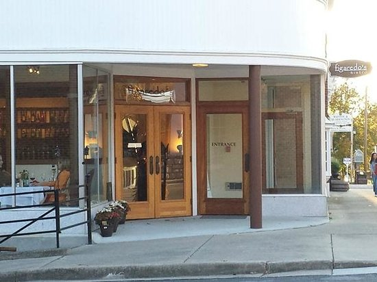 Figaredo's Bistro : Front Entrance