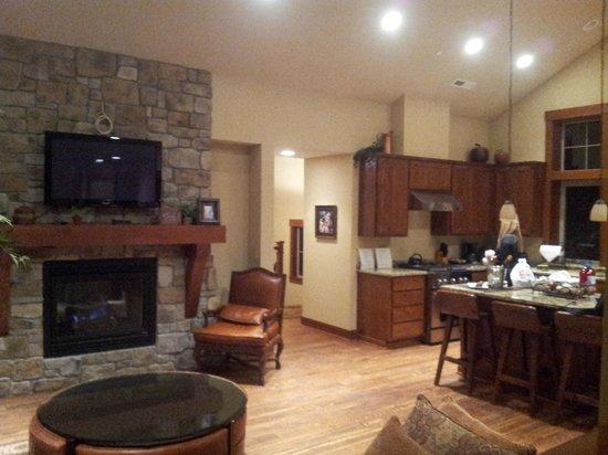 Suncadia Resort : Kitchen and Living room